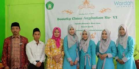 Ekonomi Syariah : Beauty Class By Wardah Cosmetic
